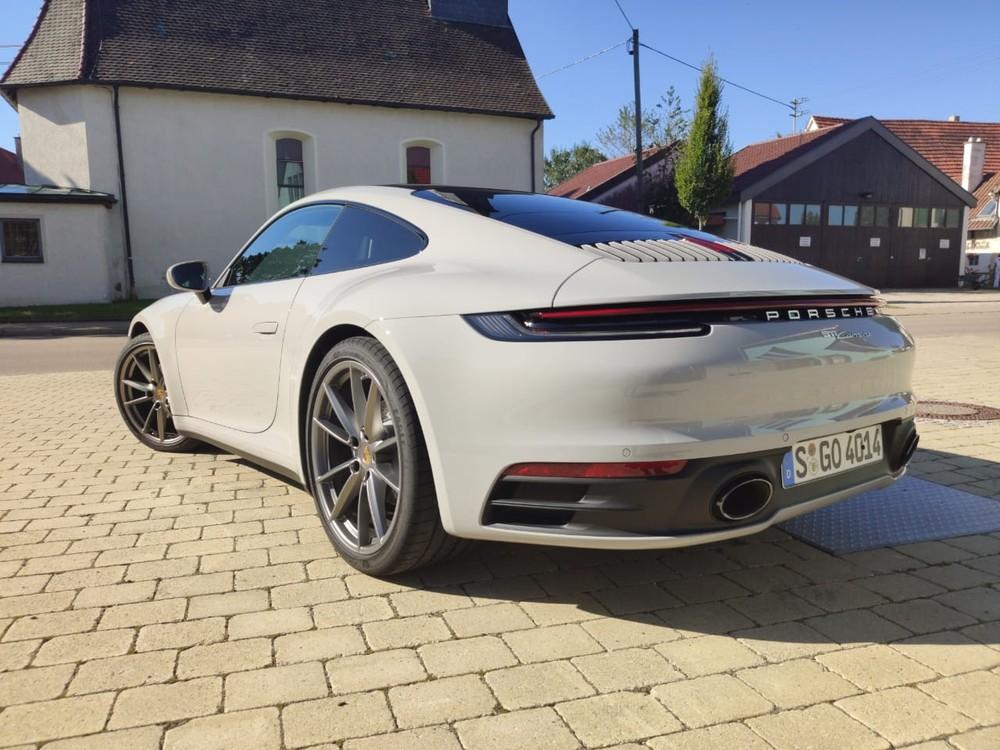 Porsche lança 911 'básico' no Brasil por R$ 519 mil Whatsa22