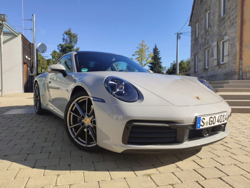 Porsche lança 911 'básico' no Brasil por R$ 519 mil Whatsa23