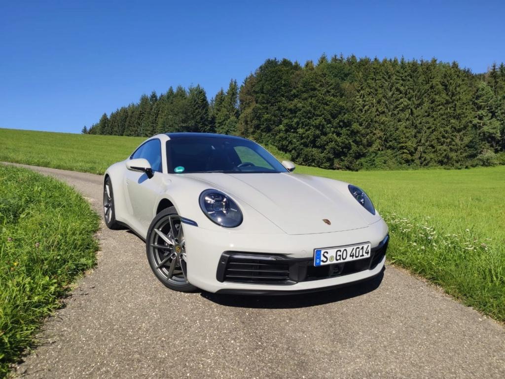 Porsche lança 911 'básico' no Brasil por R$ 519 mil Whatsa24