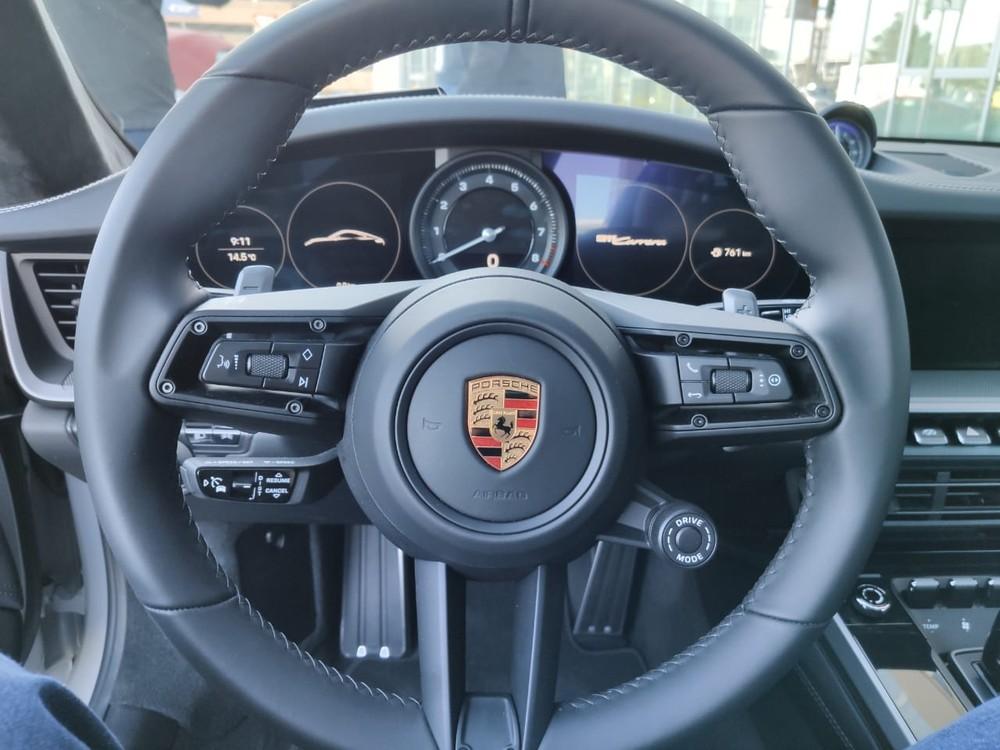 Porsche lança 911 'básico' no Brasil por R$ 519 mil Whatsa25
