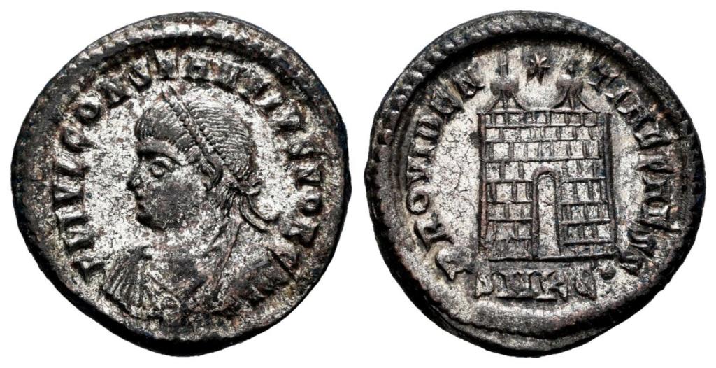 AE3 de Constancio II. PROVIDENTIAE CAESS. Puerta de campamento. Kyzicus R-847310