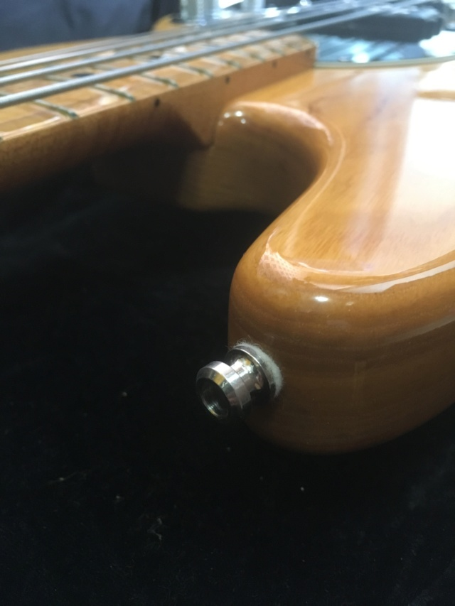 Straplock Fender (tipo Schaller) no Musicman StingRay. Como fazer? Img_9710