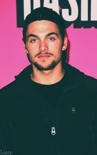Dylan Sprayberry  - Page 4 Pictur11