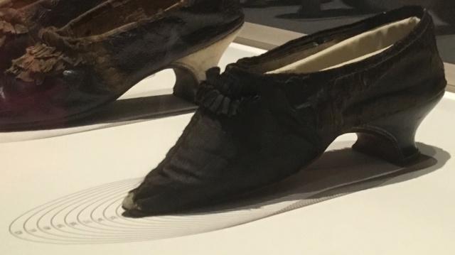 Les souliers et chaussures de Marie-Antoinette  - Page 5 Img_3710