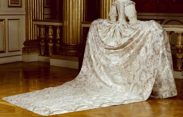 L'habit de mariage de Marie-Antoinette Lossy-11