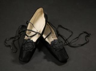 Chaussures et souliers du XVIIIe siècle - Page 2 Vers_111