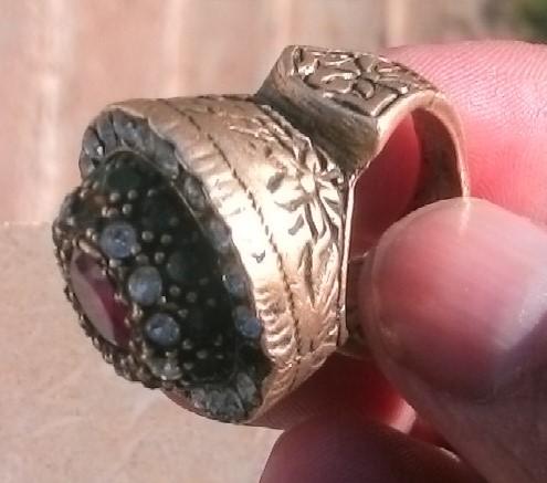 ارجو تقيم هذا الخاتم من الصحاب اتخصص وشكرا 00210