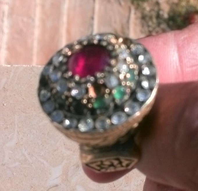 ارجو تقيم هذا الخاتم من الصحاب اتخصص وشكرا 00310