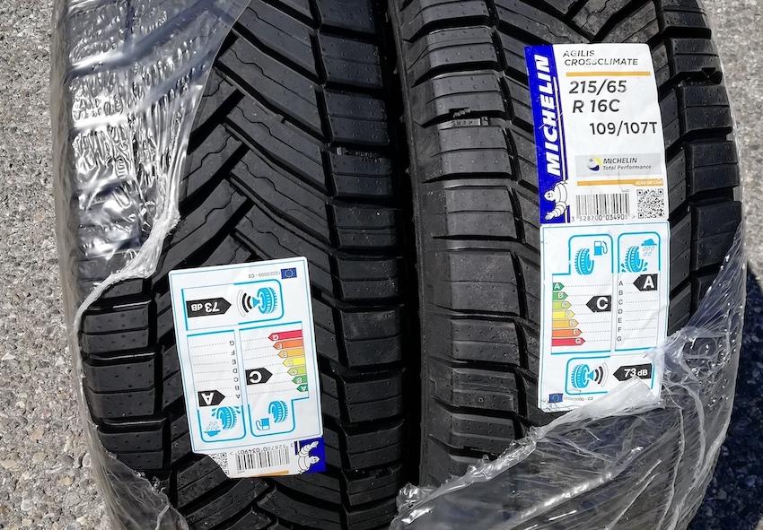 Vends Michelin Agilis CrossClimate 215/65 R16C 109/107T Michel11