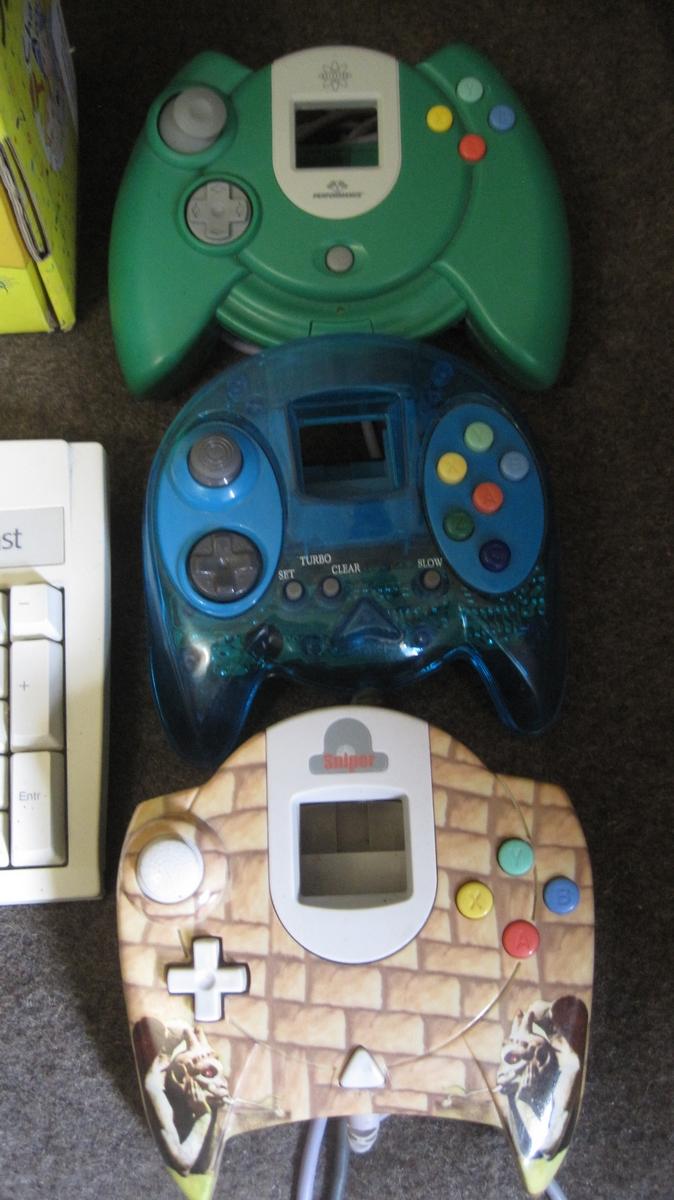 [VDS] Vente diverse pour SEGA Saturn et Dreamcast ( lot maracas - manettes tapis de danse) Img_2937