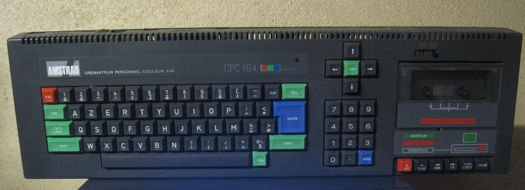 [VDS]  Lot double CPC 464 + CPC 6128 + Monitor Couleur + Tuner Amstrad + gun Amstrad + jeux D7 Img_3011