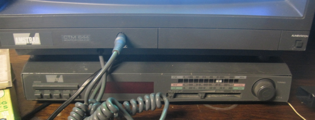 [VDS]  Lot double CPC 464 + CPC 6128 + Monitor Couleur + Tuner Amstrad + gun Amstrad + jeux D7 Img_3014
