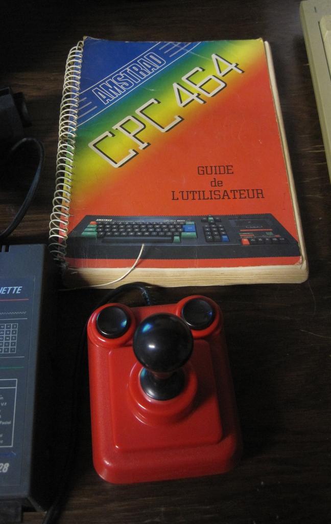 [VDS]  Lot double CPC 464 + CPC 6128 + Monitor Couleur + Tuner Amstrad + gun Amstrad + jeux D7 Img_3016