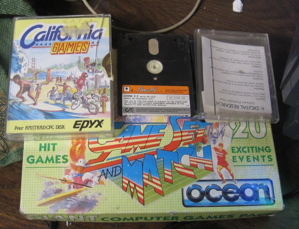 [VDS]  Lot double CPC 464 + CPC 6128 + Monitor Couleur + Tuner Amstrad + gun Amstrad + jeux D7 Img_3017