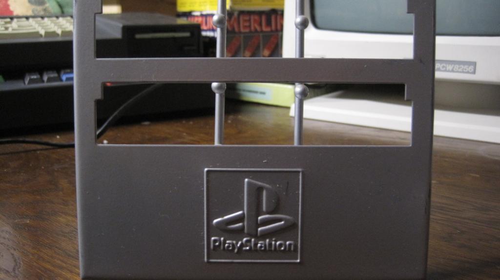 [ESTIM] avant vente Présentoir officiel jeux PlayStation TBE Img_3021