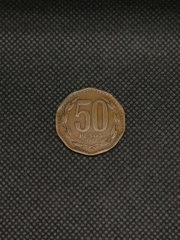 ¡¡No soy redonda!! (50 Pesos, 1982, Chile) 50_pes11