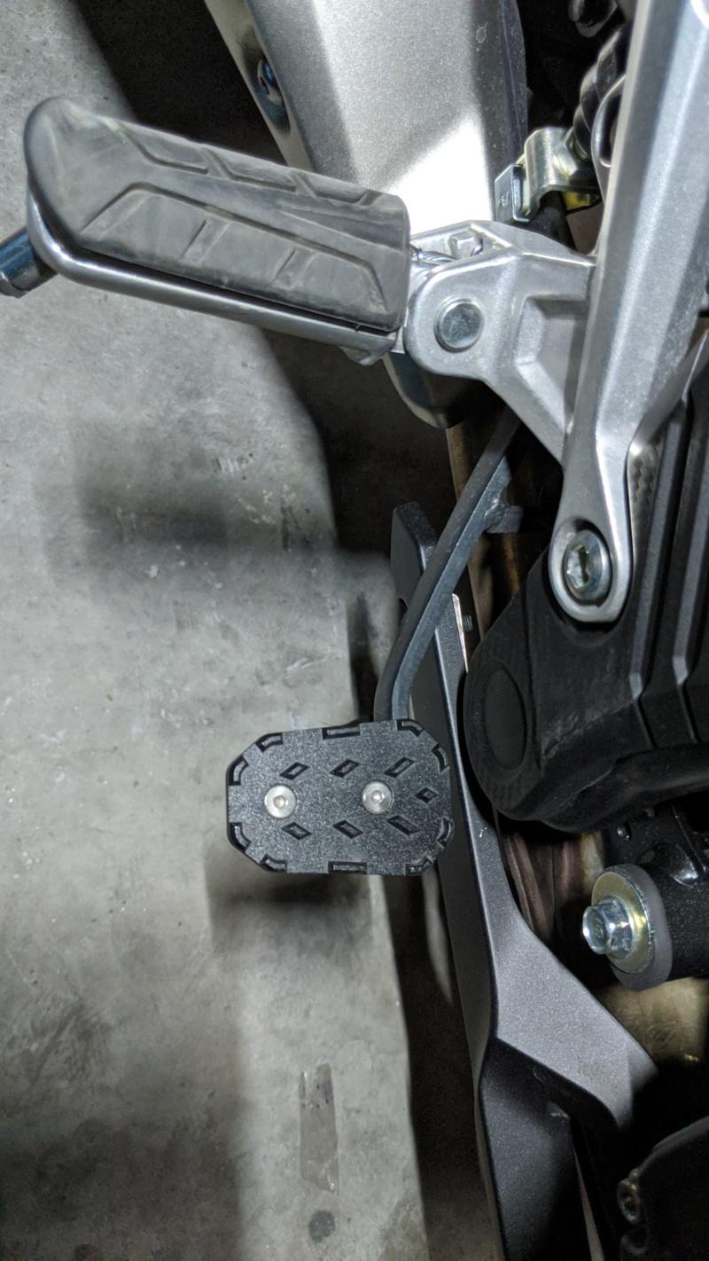 Chuches de Aliexpress montadas... protector radiador, pedal freno y alza cúpula Img_2027