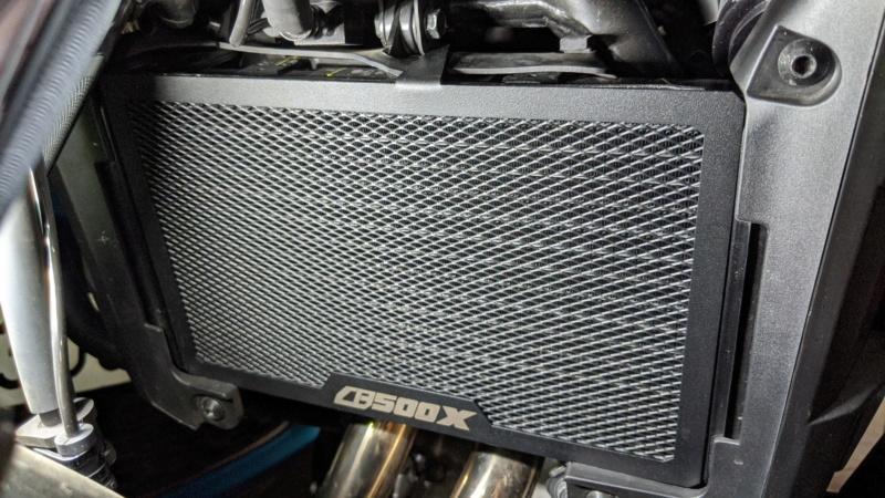 Chuches de Aliexpress montadas... protector radiador, pedal freno y alza cúpula Img_2029
