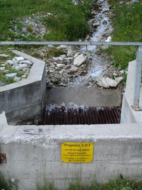 [Tignes] Le barrage de Tignes et les aménagements liés - Page 2 Dsc02410
