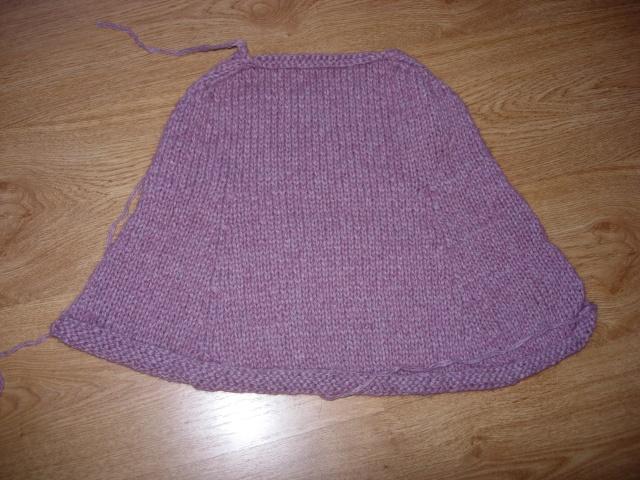 une petite cape en tricot pour ma fille Dscn2213