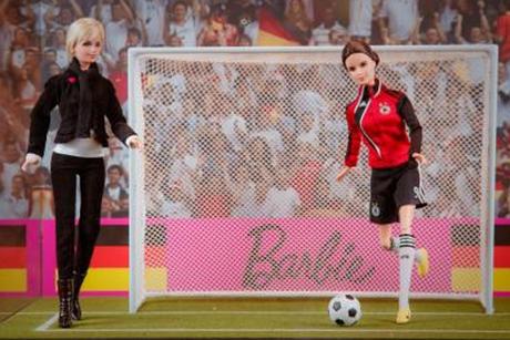 Une Barbie footballeuse  Barbie13