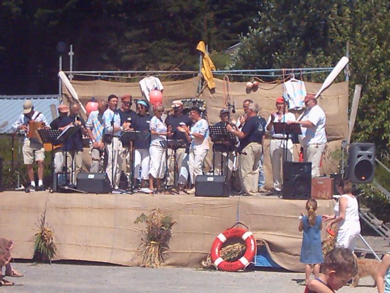 Chanteurs, musiciens, groupes, bagads de la Bretagne Reis_210