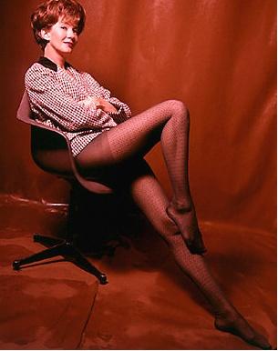 Miss Moneypenny n'est plus... Lois_m10