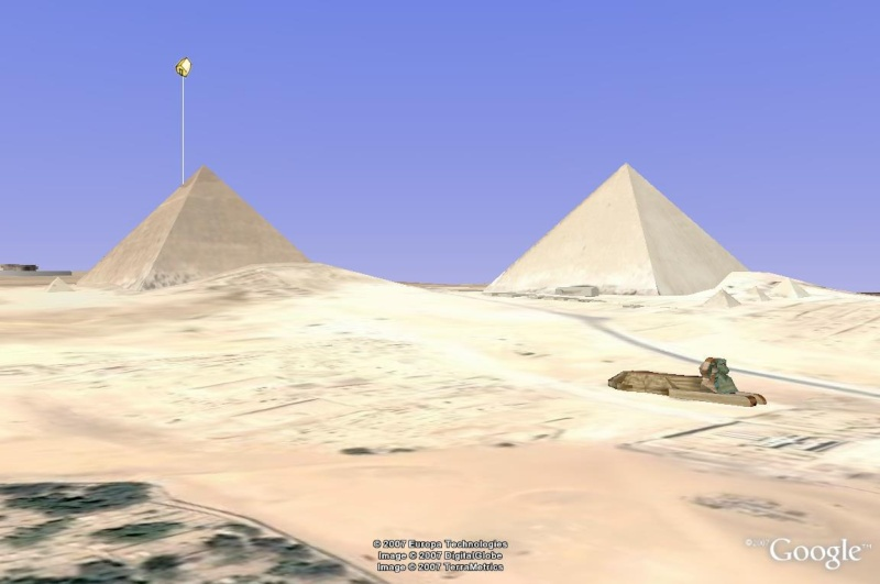 L'image truquée du mois de Septembre - Page 2 Pirami10