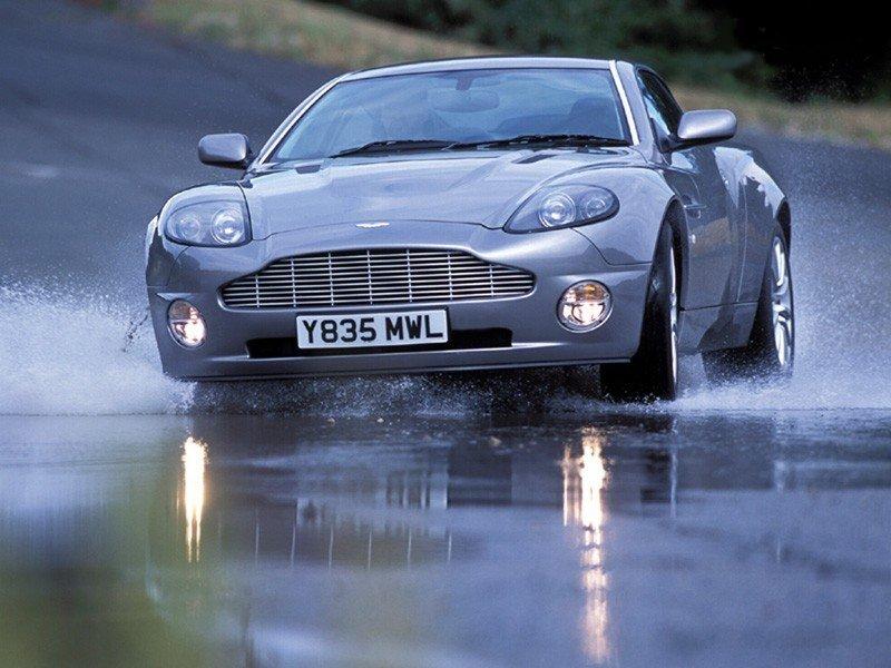 Ahhh Aston Martin...Le post officiel des Astons - Page 2 Astonm10