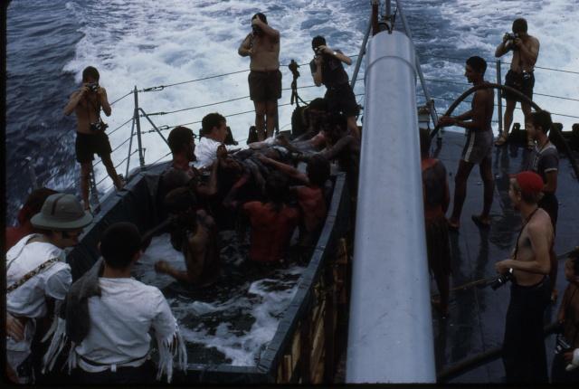 [ Les traditions dans la Marine ] LE PASSAGE DE LA LIGNE - ÉQUATEUR (Sujet unique) - Page 5 Ligne021