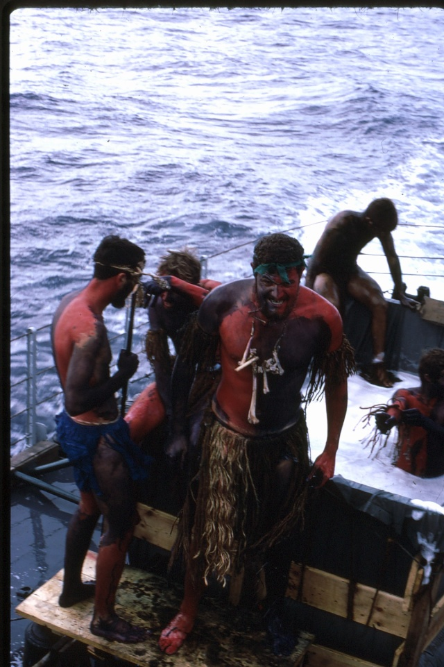 [ Les traditions dans la Marine ] LE PASSAGE DE LA LIGNE - ÉQUATEUR (Sujet unique) - Page 5 Ligne023