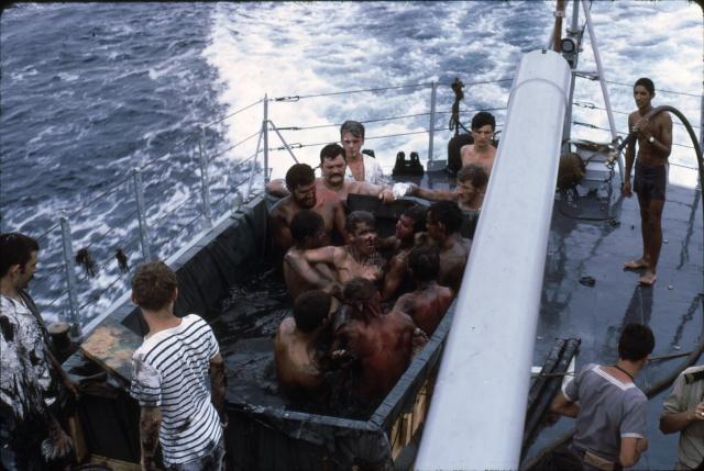 [ Les traditions dans la Marine ] LE PASSAGE DE LA LIGNE - ÉQUATEUR (Sujet unique) - Page 5 Ligne024