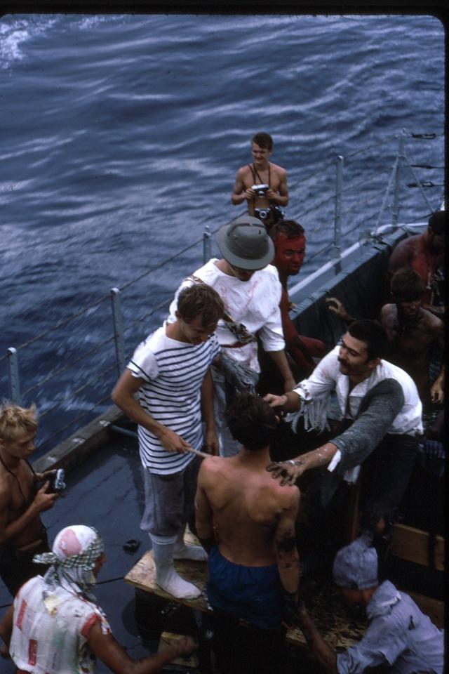 [ Les traditions dans la Marine ] LE PASSAGE DE LA LIGNE - ÉQUATEUR (Sujet unique) - Page 5 Ligne025