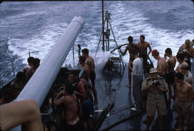 [ Les traditions dans la Marine ] LE PASSAGE DE LA LIGNE - ÉQUATEUR (Sujet unique) - Page 5 Ligne027