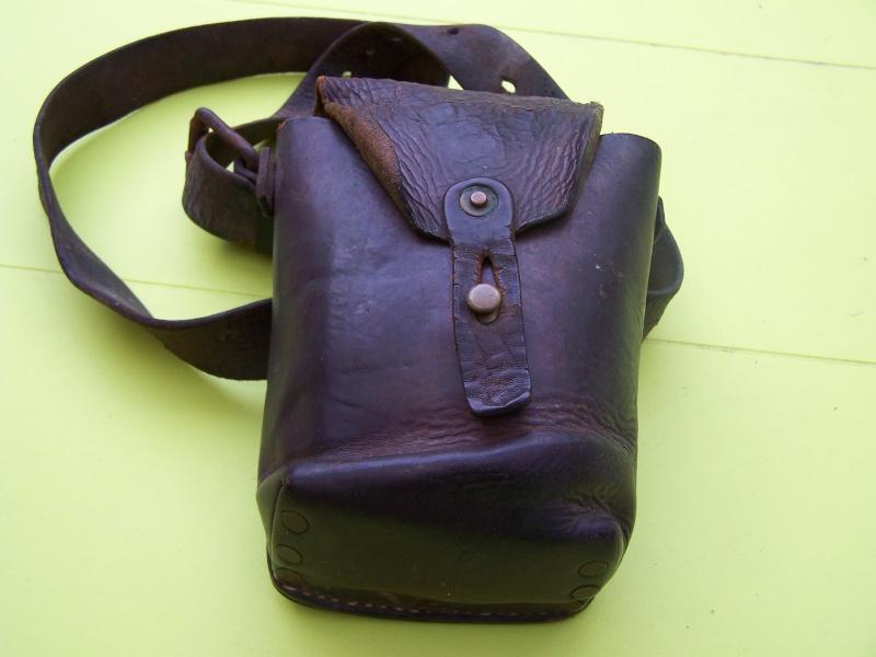Trouvaille de grenier (sacoche cuir ) 100_7610