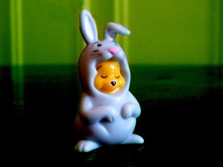 un adulte dans un costume de lapin (resolu) Lapinw10
