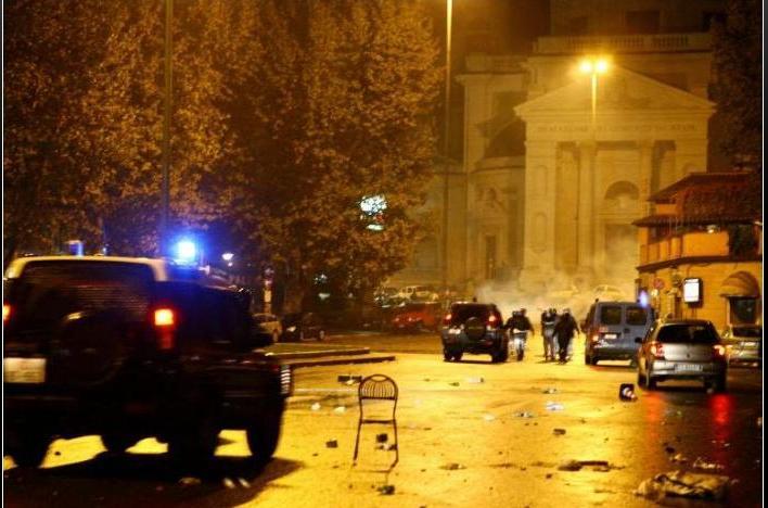Muere un seguidor de la Lazio tras un disparo Dibujo25