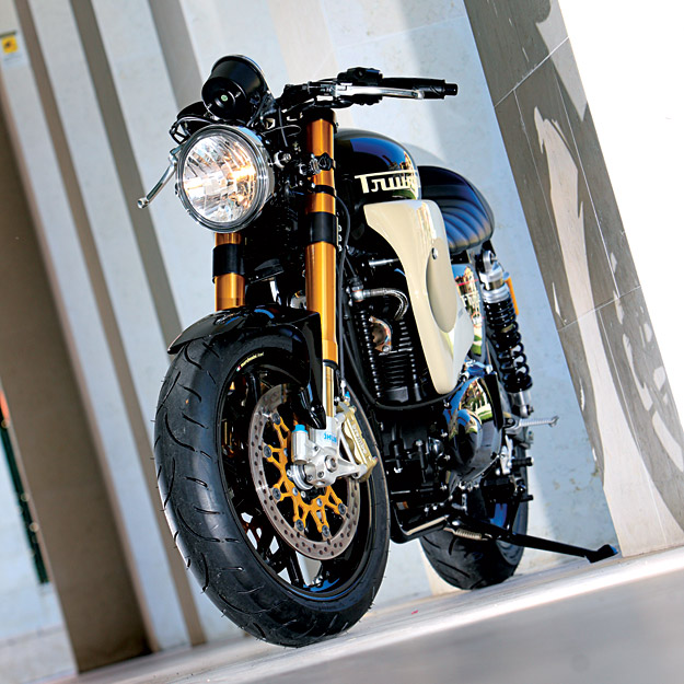 New Bonnie Thruxton de race! Triump34