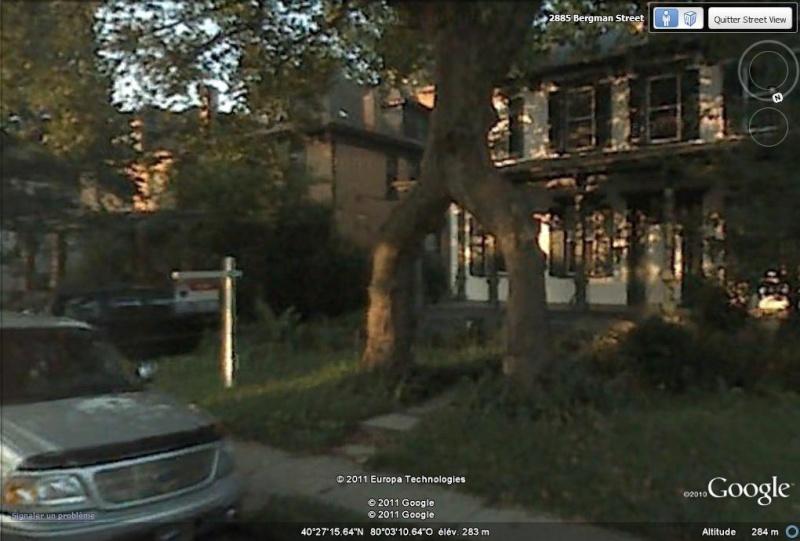 STREET VIEW: L'entrée est ici,entre les jambes de l'arbre,  Pittsburgh, USA Tree_e10