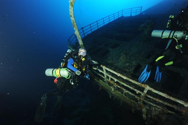 CR  croisière epaves profondes, brothers,daedalus,ephingstone mer rouge avec ALDO FERRUCCI 25 sept au 02 octobre 2010 Dsc_4710