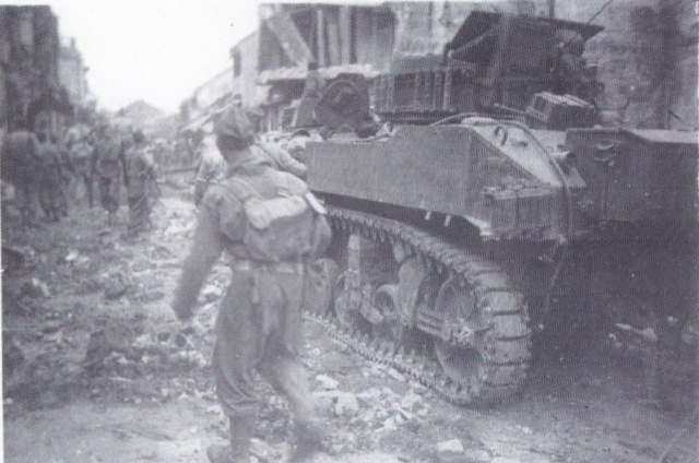 Quelques photos d' Indochine - Page 3 Combat11