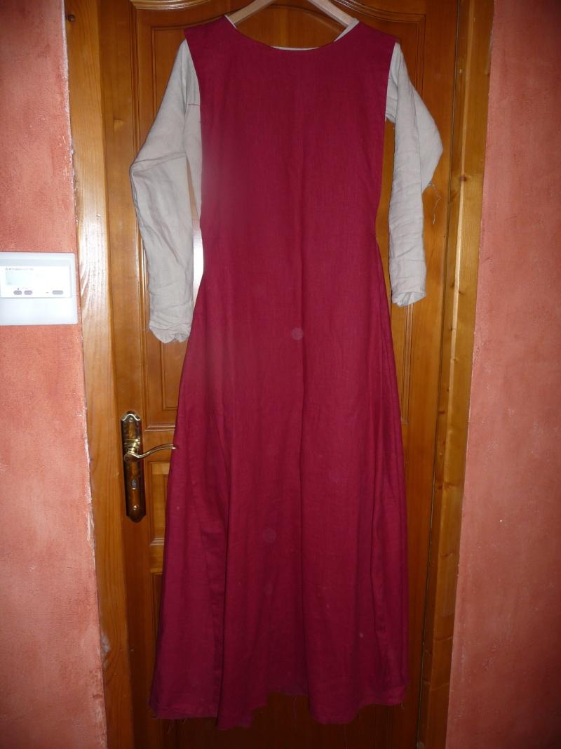 chemise et surcot gueule + chaperon (XIIIe) P1050919