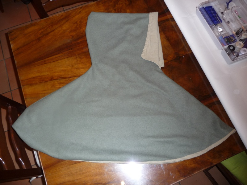 chemise et surcot gueule + chaperon (XIIIe) P1050920