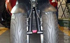 Quadro : Un scooter à 4 roues présenté à Milan  - Page 3 08_qua10