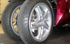 Quadro : Un scooter à 4 roues présenté à Milan  - Page 3 09_qua10