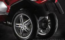 Quadro : Un scooter à 4 roues présenté à Milan  - Page 3 10_qua11