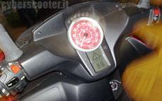 Quadro : Un scooter à 4 roues présenté à Milan  - Page 3 12_qua10