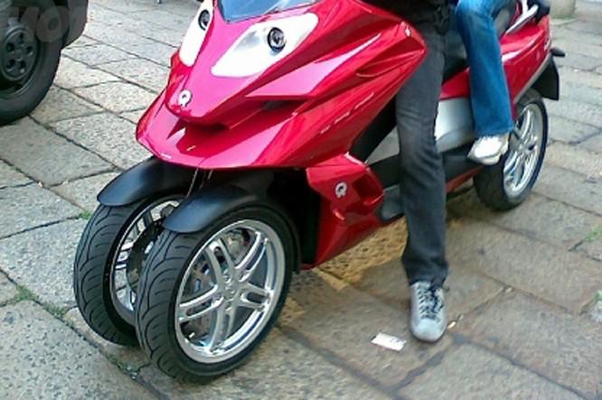 Quadro : Un scooter à 4 roues présenté à Milan  Quadro12