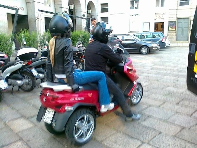 Quadro : Un scooter à 4 roues présenté à Milan  Quadro13