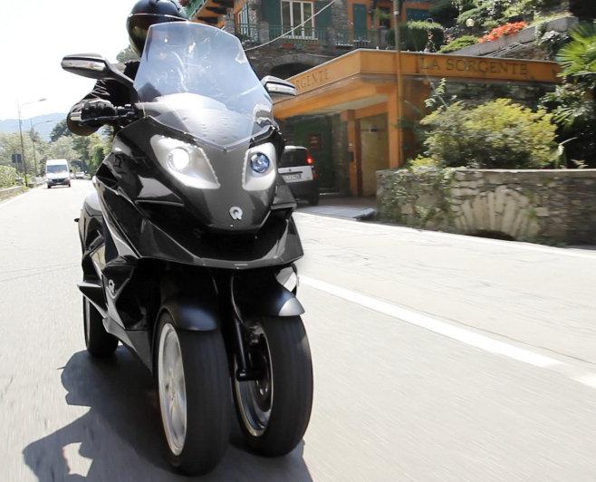 Quadro : Un scooter à 4 roues présenté à Milan  Quadro15
